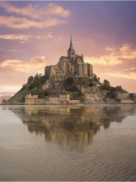 Der Mont-Saint-Michel in Frankreich erlebte am Wochenende eine Jahrhundertflut. Weitere Infos hier: http://www.travelbook.de/europa/Am-weltbekannten-Klosterfelsen-Mont-Saint-Michel-Frankreich-erwartet-eine-Jahrhundertflut-622407.html