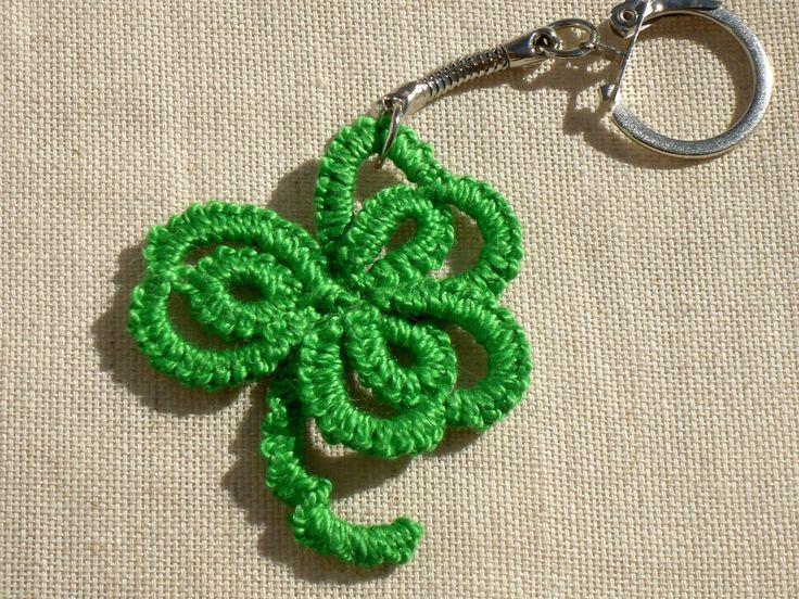 Porte clé trèfle porte-bonheur en dentelle verte : Porte clés par mogette-angely
