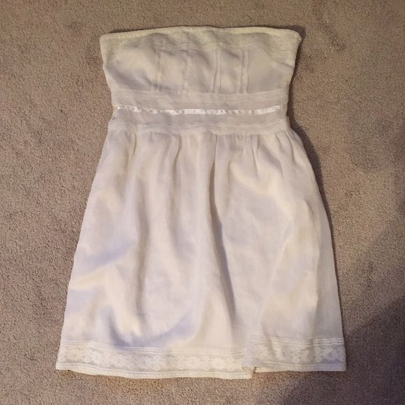 Size Small Forever 21 Off White Strapless Dress Size Small Forever 21 Off White Strapless Dress Forever 21 Dresses Strapless