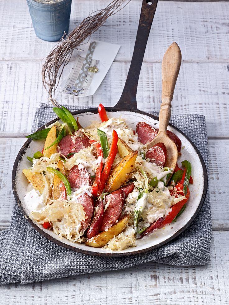 Sauerkraut - Paprika - Pfanne mit Cabanossi