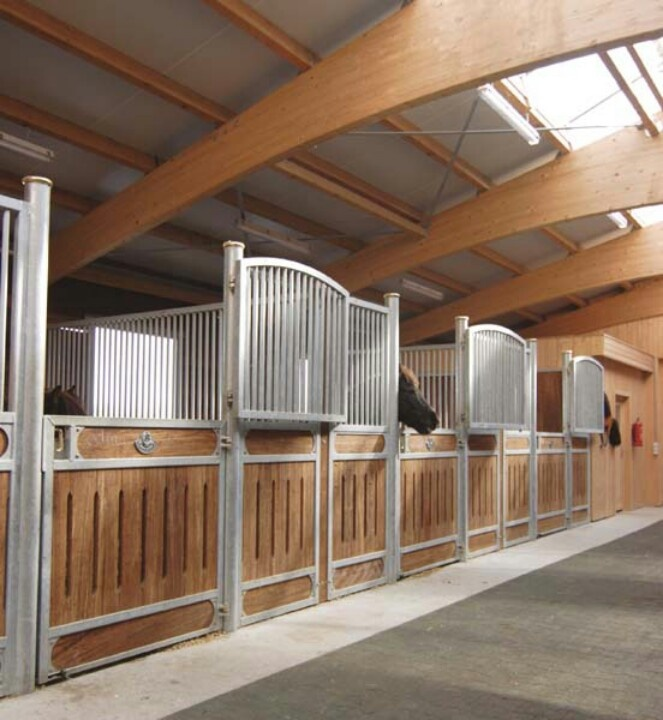 Indoor Riding Arena With Stalls: 362 Best Images About Sables And Barns On Pinterest