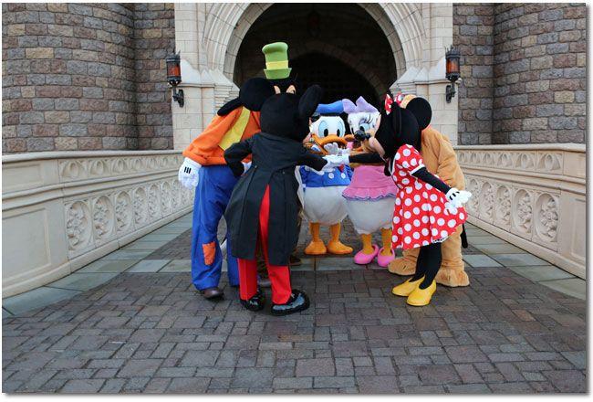 「イマジニング・ザ・マジック」 ハービー・山口さんが、開園前にゲストをお迎えするワクワク感いっぱいのキャラクターたちを切り撮っちゃいました! | 東京ディズニーリゾート・ブログ