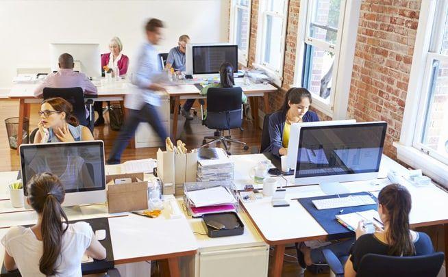 L' agence e-réputation Repurisk A l'ère de l'Internet du tout connecté, des appareils électroniques sans cesse en lien avec le réseau mondial, les informations n'ont jamais circulé aussi vite. Dans nos lieux de vie courants, sur nos lieux de travail, dans nos maisons et même dans les lieux publics, nous sommes tous connectés à Internet, …