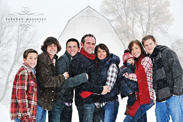 good pose for a large family with older children