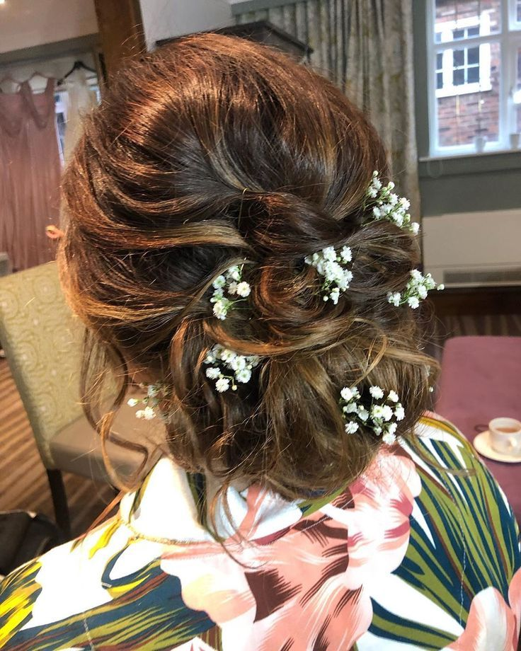 A textured updo finished off with some gypsophila looks so pretty. . . @thestanneylands @sarahmeredithmakeup . . . #hairideas #updo #bridalhair #wedd
