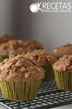 ¡Muffins integrales de manzana,prueba esta rica receta! #Light Ingredientes:  – 50 g. de Avena – 120 g. de Harina integral – 100 g. de Azúcar moreno – 1 cda- de Polvo de hornear, 1 cda. – 1 Manzana – 1 cda. de Aceite – 2 Huevos