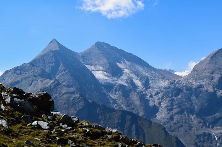 Hohe Tauern in Österreich http://www.travelworldonline.de/traveller/hohe-tauern-mit-dem-auto-glockner-hochalpenstrasse/?utm_content=bufferb4fd0&utm_medium=social&utm_source=pinterest.com&utm_campaign=buffer ...  #berge #mountains #alpen #alps #panoramastrasse