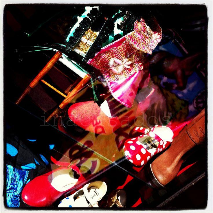 traje de luces, capote, botos camperos, zapatos sevillana...