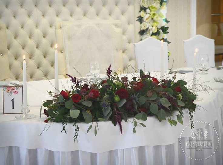 Dekoracja stołu państwa młodych  #wedding  #wesele #slub #bouquet #bukiet #dekoracje #autumn #jesień #marsala #rubin #green #love #nature #inspiration #september #decoration #nature #withlove  #flowers  #kwiaty #instagood #beauty #photoftheday #followme #ilovemywork