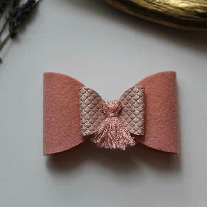 Tassel Bow in the shop now! Boucle pompon en boutique maintenant!