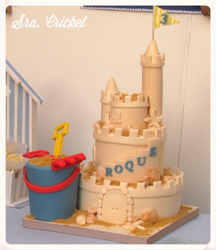 Fiesta marinera Tarta castillo arena con cubo y pala Sra. Cricket