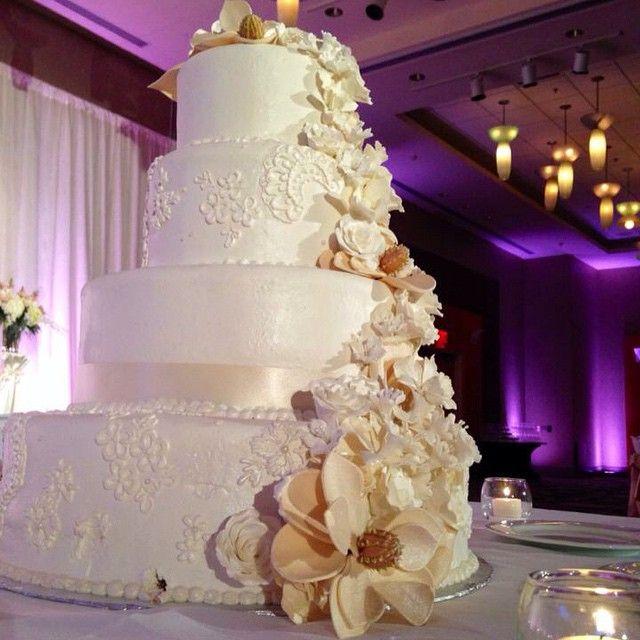 A stunning wedding cake at Hyatt Regency Pittsburgh.