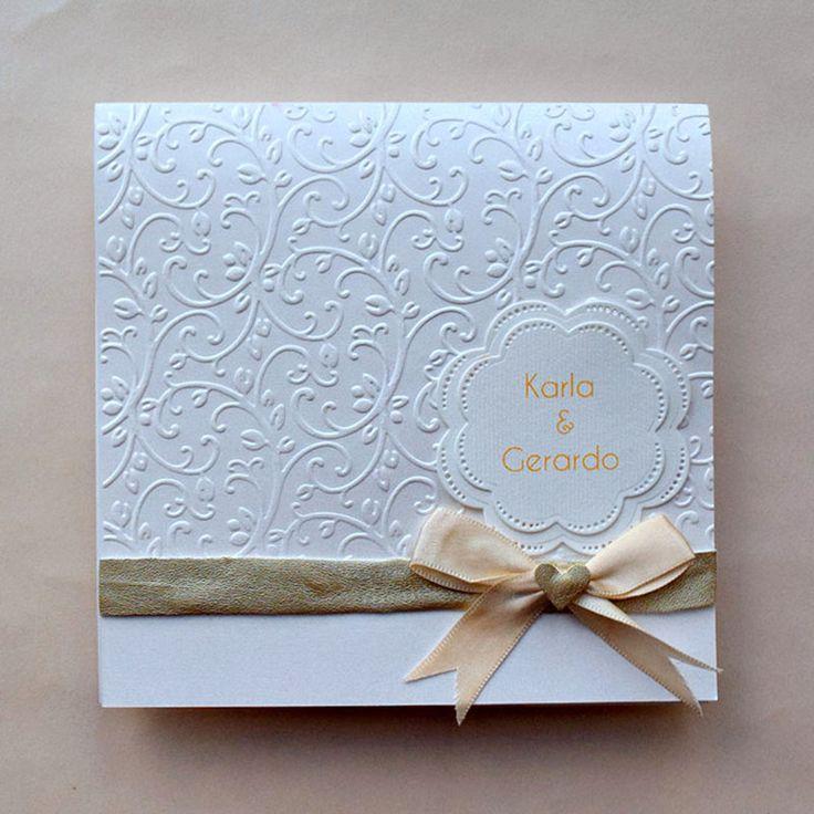 Invitación de boda con diseño en brocado con relieve, se aceptan pedidos mínimos de 30 piezas.