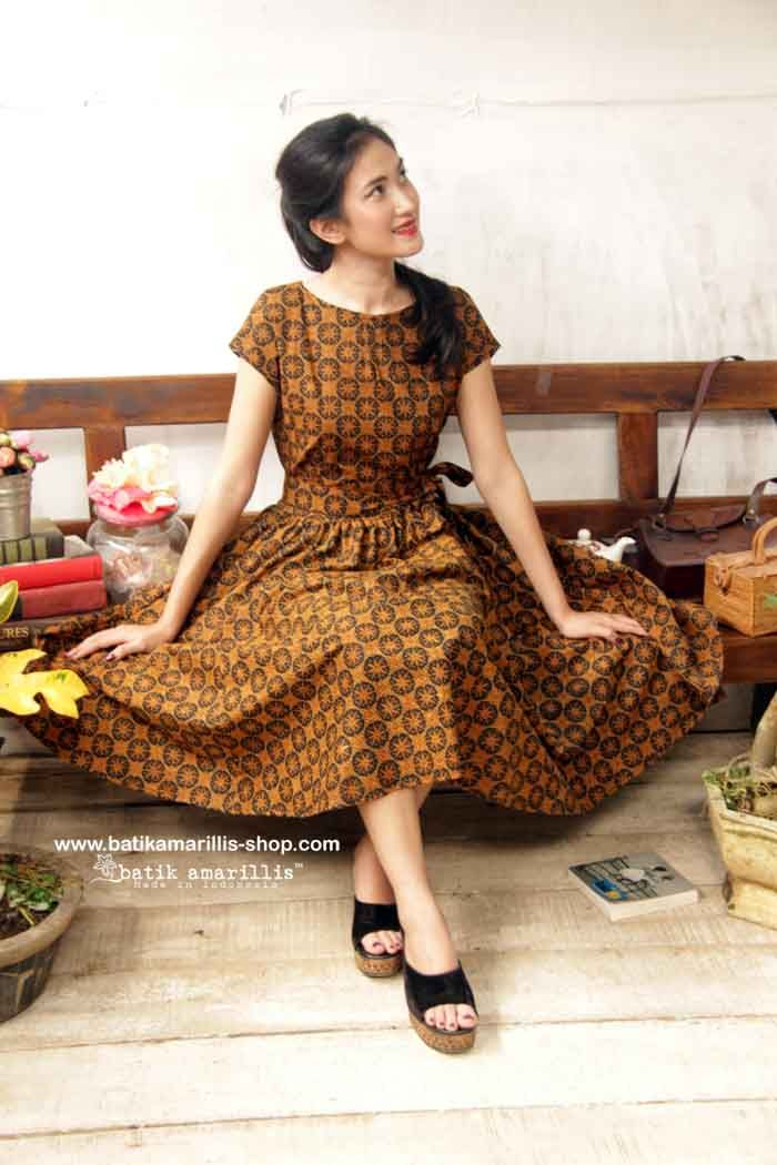 Our Iconic Series..hey day dress is back!! ♥ Batik Amarillis' hey day dress #3 ♥ ... eternally chic '50s-inspired dress is a perennial party classic. The fitted bodice and flared full skirt are supremely flattering, showcasing an utterly feminine silhouette to full effect with statement detailing!