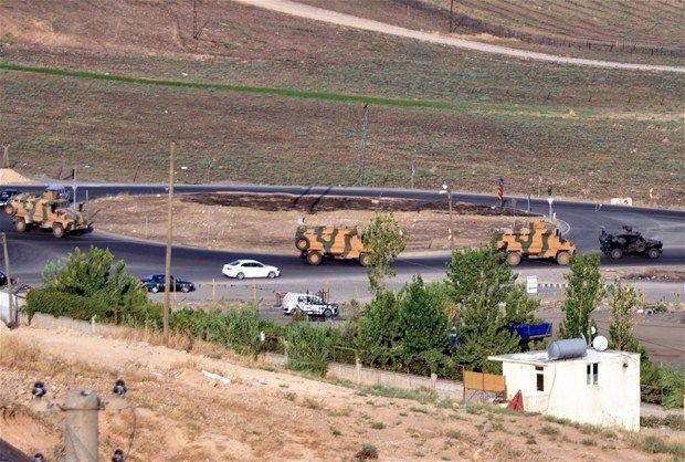 TSK Şırnakta PKKyı Topa Tuttu! Çatışma Var Dumanlar Yükseliyor  Şırnakta Küpeli ve Kilise dağlarında PKKlıların kaçabileceği alanlar top atışlarına tutuldu. Yer yer çatışmaların yaşandığı bölgeden dumanlar yükseliyor.  Şırnakın Cizre ile Güçlükonak ilçelerinde bulunan Küpeli ve Kilise dağlarında askeri hareketlilik devam ediyor. Kilise Dağındaki Akdizgin Jandarma Karakoluna yapılan saldırıdan sonra bölgede PKKlı teröristlerin saklanabileceği alanlara top atışları yapılıyor.      Askeri…