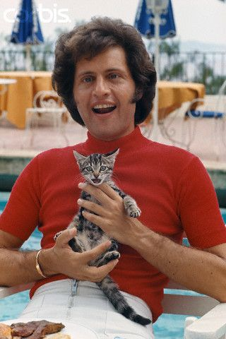I have no idea who Joe Dassin is...I just thought it was hilarious that he and his cat have the same expression