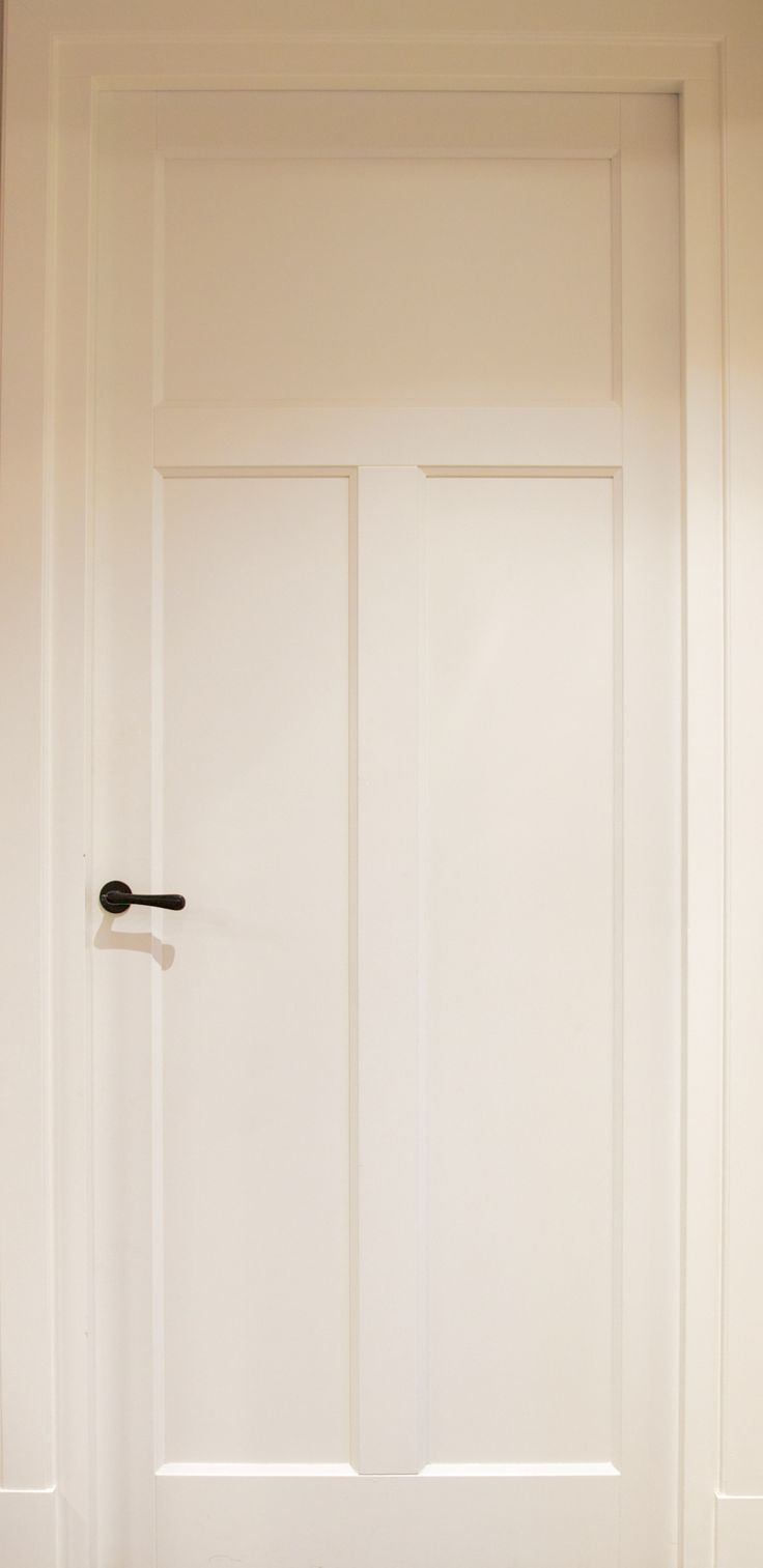 Binnendeuren. MDF Paneeldeuren compleet geleverd en gemonteerd uit eigen werkplaats. Alle gewenste uitvoeringen mogelijk.