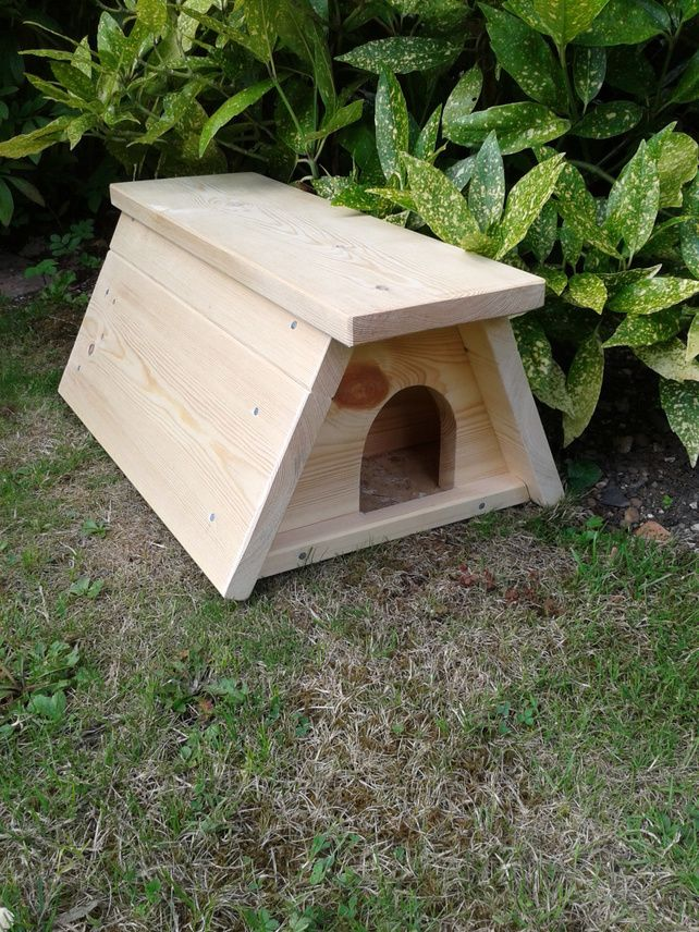 SOLID WOOD HEDGEHOG HOUSE,HOME,NESTING BOX, SHELTER £32.50
