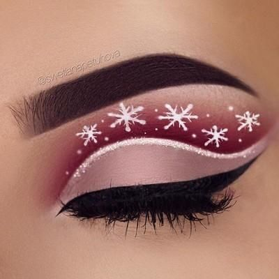 Another christmas inspired eye make up   Brows: @anastasiabeverlyhills waterproof creme color in sable and clear brow gel Eyeshadow: @tartecosmetics amazonian clay pro palette (innocent, bold, profesh, mod, drama) Glitter: @_glittereyes_  Liner: @aomcosmetics eyeliner pen Snowflakes: @nyxcosmetics @nyxcosmetics_de white liner