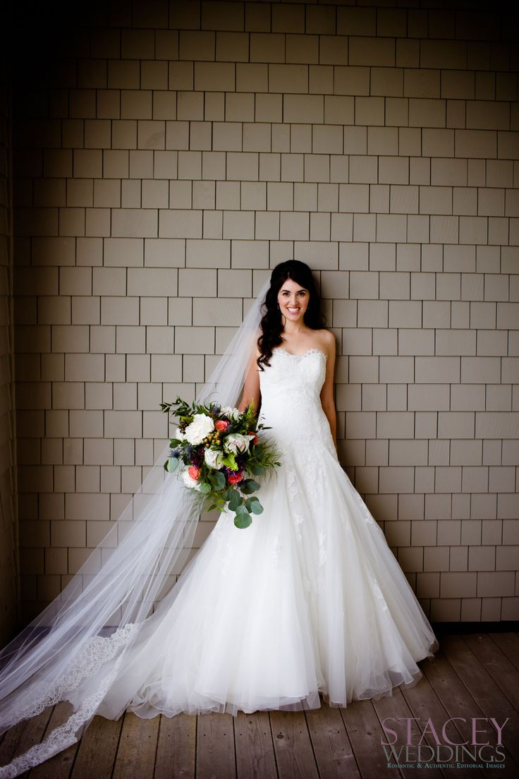Bride Cathy is wearing a Rosa Clara Bridal Gown.
