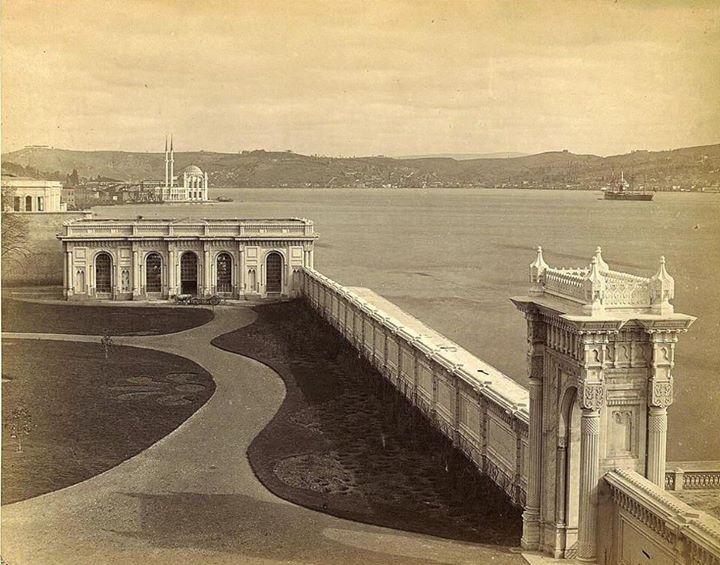 Çırağan sarayı,arka planda ortaköy camisi,1880 ler