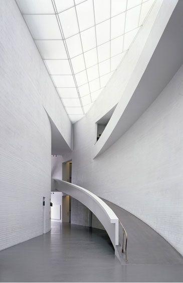 Kiasma Museum of Contemporary Art. Helsinki, Finalnd. 1992-8. Steven Holl Architects.