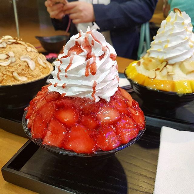 Korean dessert ♡ #patbingsu #korea #dessert #koreandessertcafe #cafe #sweettooth #food #foodie #foodporn #foodstagram #icecream #shavedice #sweet #travel #wanderlust #vscocam #fotografiaunited #cuisine #chef #restaurant #strawberry #mango Yummery - best recipes. Follow Us! #foodporn