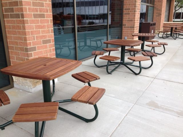 Maglin's MLPT1100B-W cluster seating looks stunning at Whole Foods in Park Ridge Illinois. #maglin #maglinsitefurniture #picnictable