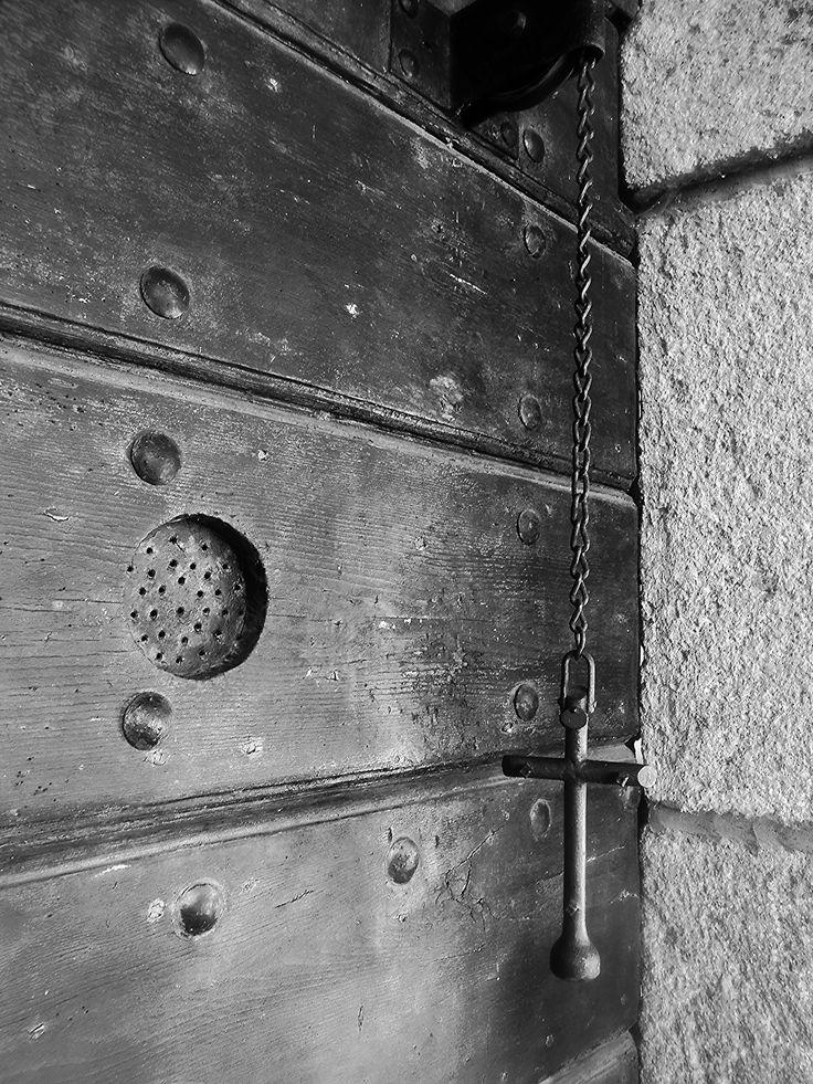https://flic.kr/p/ASWCgN | Knocking on Heavens door | Eremo Camaldolese del Monte Rua  ( 1537 )  Torreglia ( Colli Euganei )  Veneto   - Italia