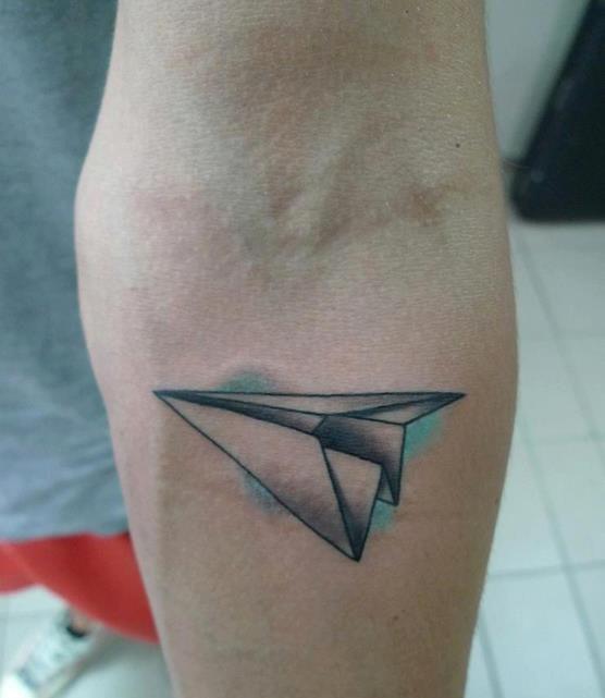 Avión papel tatuaje