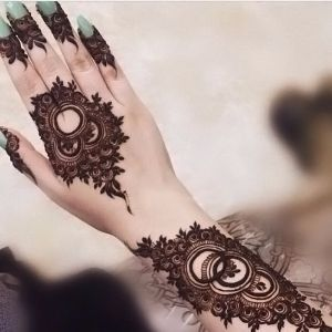 Utterly stunning mehndi design with circles for hands