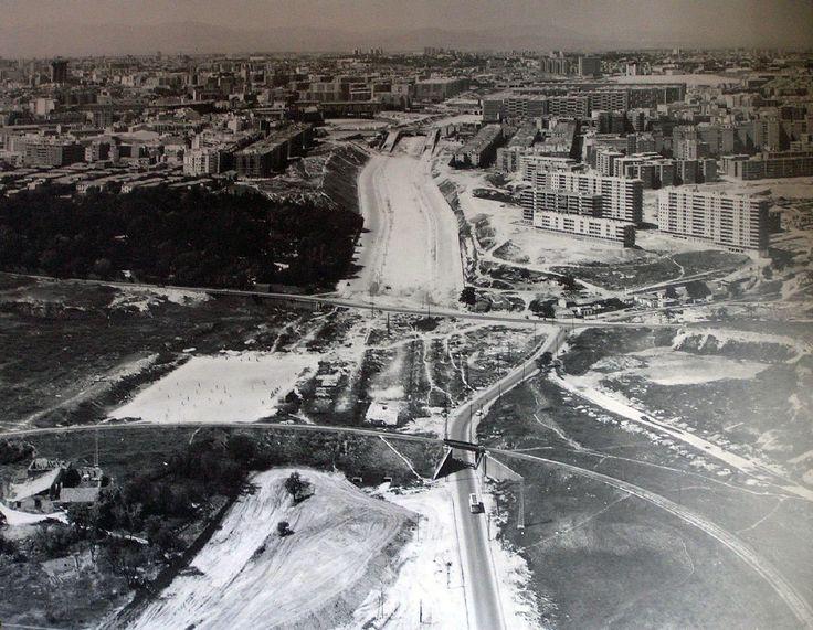 Puente de Ventas, a la izquierda, Parque Fuente del Berro; de frente, calle O'Donnel