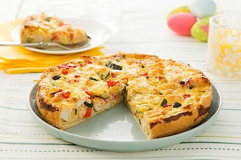 Inspiratie nodig? Bak een hartige taart met kip, courgette en paprika.