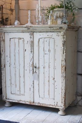 chippy cabinetBathroom Design, Kitchens Design, Kitchens Stuff, Decor Bathroom, Shabby Chic, Beautiful Cupboards, Shabby Cupboards, Beautiful Shabby, Bathroom Decor