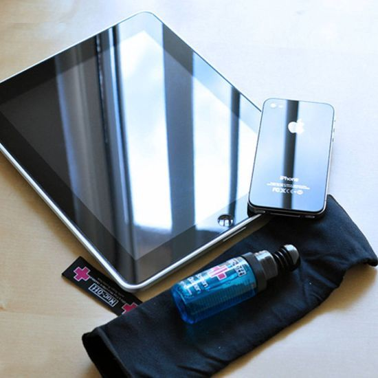 This clever Screen and Smartphone Cleaning Kit kills 99.9% of all germs that collects on devices and screens including laptops, computers, keyboards, smartphones, tablets etc