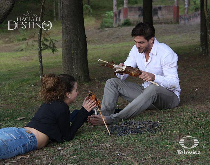 La producción de Un camino hacia el destino te muestra el cómo se vio en televisión y el detrás de cámaras de esta escena.