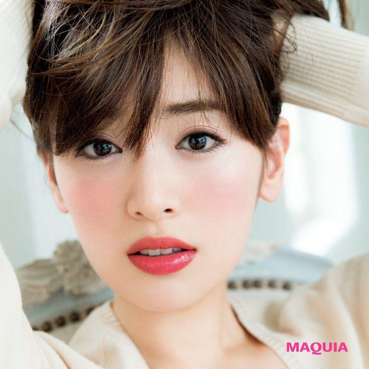 「MAQUIA」10月号では人気アーティスト千吉良恵子さんが、新色ブラウンパレットを主役に今シーズントライすべき秋メイクを提案。今回はインテグレートのブラウンパレットを使ったドーリーに仕上がるメイクをお届けします。恋する瞳を演出するドーリーなま...