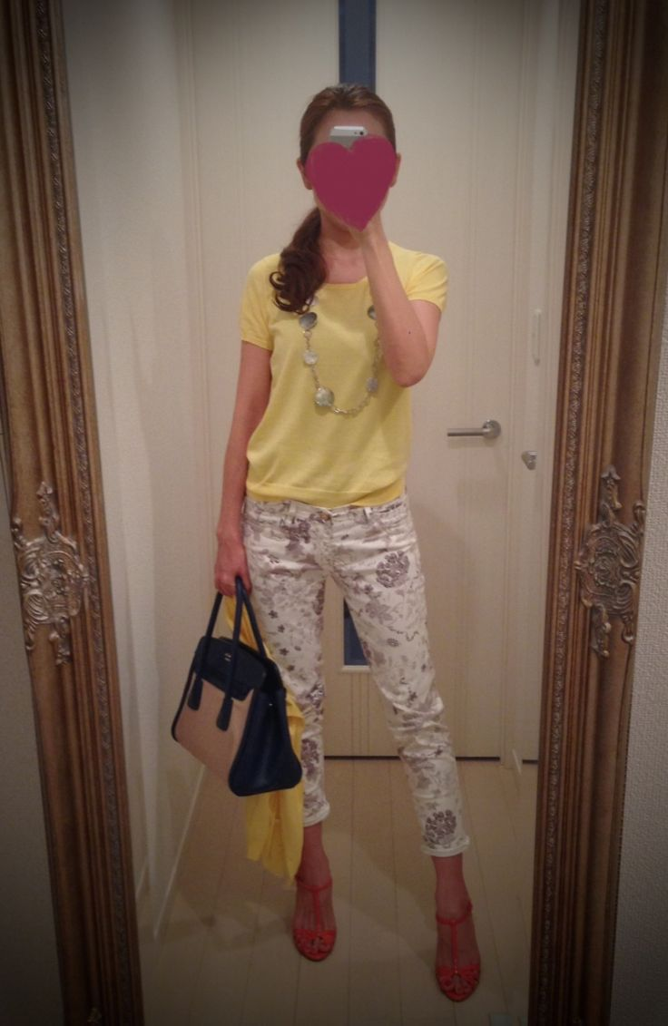 Yellow T shirt with printed white skinny and red heels - http://ameblo.jp/nyprtkifml
