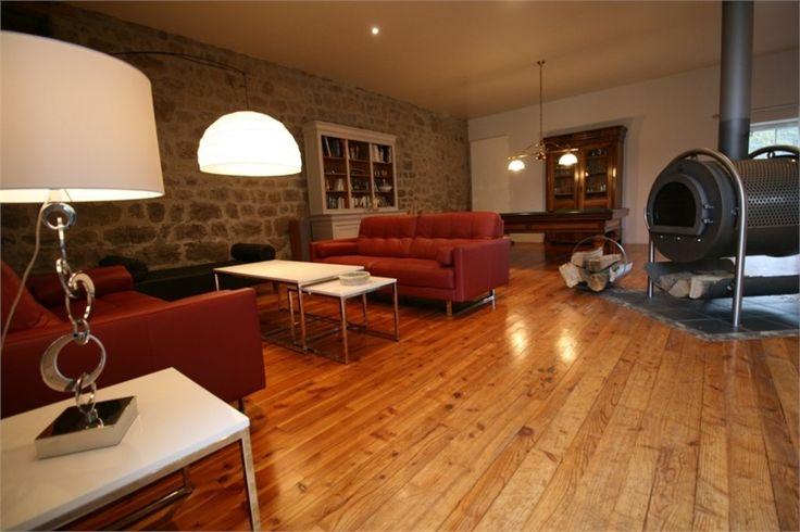 Maison de caractère à vendre chez Capifrance à Pont Salomon.     > 350 m², 8 pièces dont 4 chambres et un terrain de 4687 m².    Plus d'infos > Bernard Vermare, conseiller immobilier Capifrance.