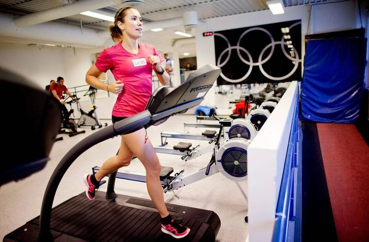 Mellomdistanseløper og ernæringsfysiolog Ingvill Måkestad Bovim mener det er lettere å styre intensitet og fart på en tredemølle. Foto: Øyvind Elvsborg