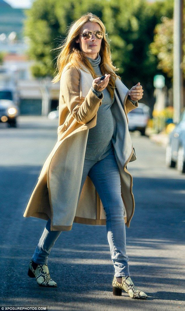 Style-savvy mother-to-be! Cat Deeley looked gorgeous in her chic, simple ensemble while heading to the shops in West Hollywood on Black Friday