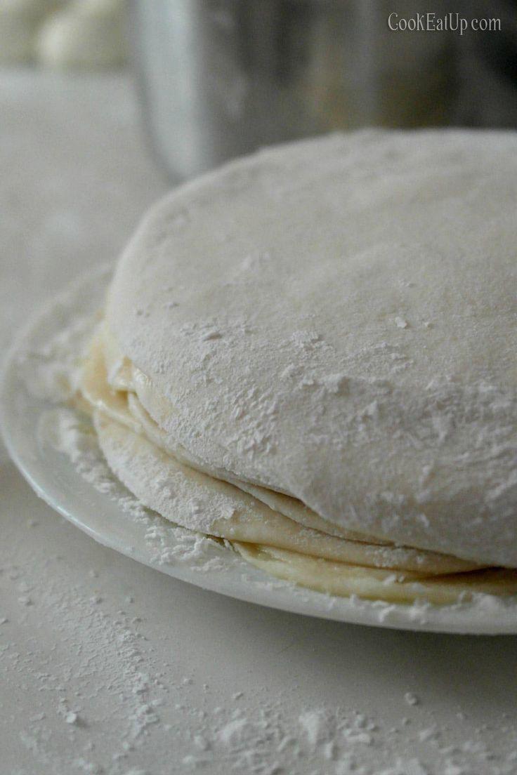 Πραγματικά δεν υπάρχουν λόγια για να σας περιγράψω την νοστιμιά αυτής της πίτας. Η γλύκα της σιμιγδαλόκρεμας με την αλμύρα των τυριών μας δίνει μια κορυφαία γεύση και αναδεικνύει την πίτα όποια ζύμη και να χρησιμοποιήσετε.