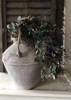 De robuuste Amaryllis  -  Zeer stoer , robuust stuk met Amaryllis bollen. Foto nog niet beschikbaar deze volgt zsm. Meenemen : Mooie ruime pot of schaal. Kosten : vamaf 22,50 Euro.