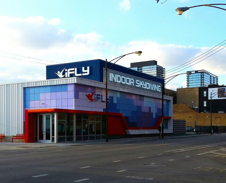 Make the dream of flight a reality at iFly Lincoln Park. Our indoor skydiving facility allows you to feel the rush of flying in a fun, safe environment