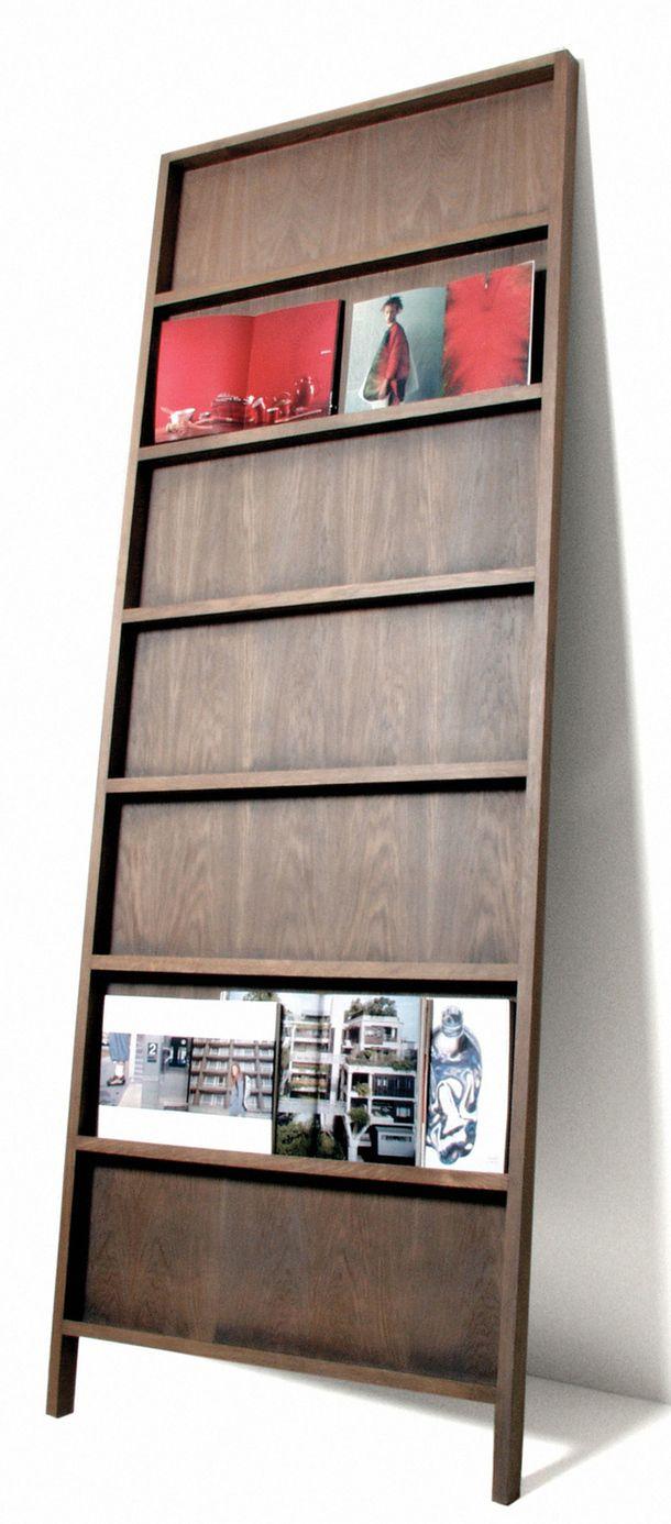 Bookcase połączenie modnego układania lustra z półką na książki // metaforma.org