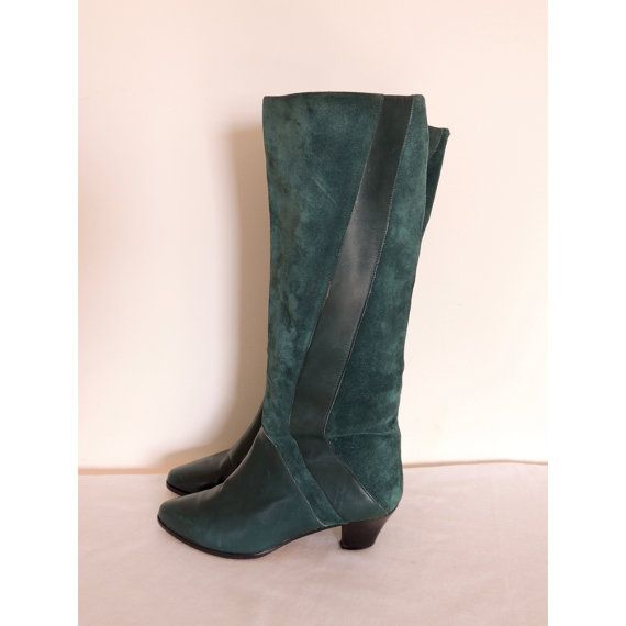 Fine Italian leather boots in forest green suede from the 80s. Riding boot style, with a short stacked heel. The sole is marked Vero Cuoio, the mark of the Italian leather trade association, indicating it is crafted by skilled Italian leather artisans.  --L A B E L--  None  --M E A S