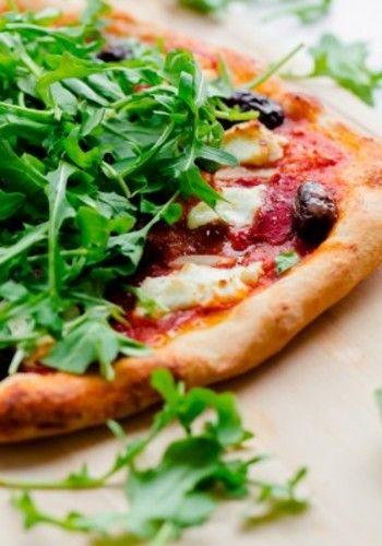 おうちで手作りの焼きたてピザが食べられたらうれしいですよね。小さな子どもから大人まで、大人気のピザ。 生地の上にみんなが好きな具材を乗せて、焼きたての熱々ピザはとってもおいしい。