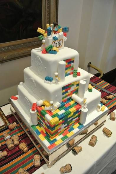 LEGO WEDDING CAKE - This is mega cool! What do you think? #lego #cakes -