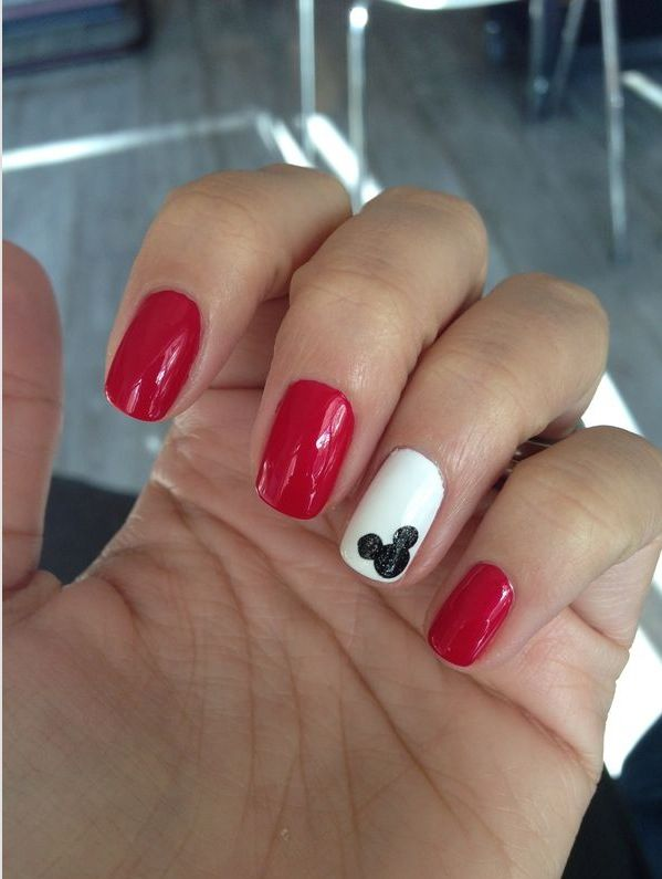 Mickey Mouse nails Blue nail with white Mickey - Best 25+ Disney Toes Ideas On Pinterest Disney Toe Nails, Disney