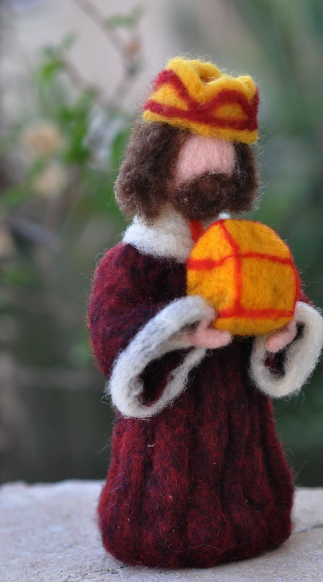 Needle felted-Nativity Set-Nativity-Waldorf- Wise men-Magineedle felt by Daria Lvovsky-For custom orders. $38.00, via Etsy.